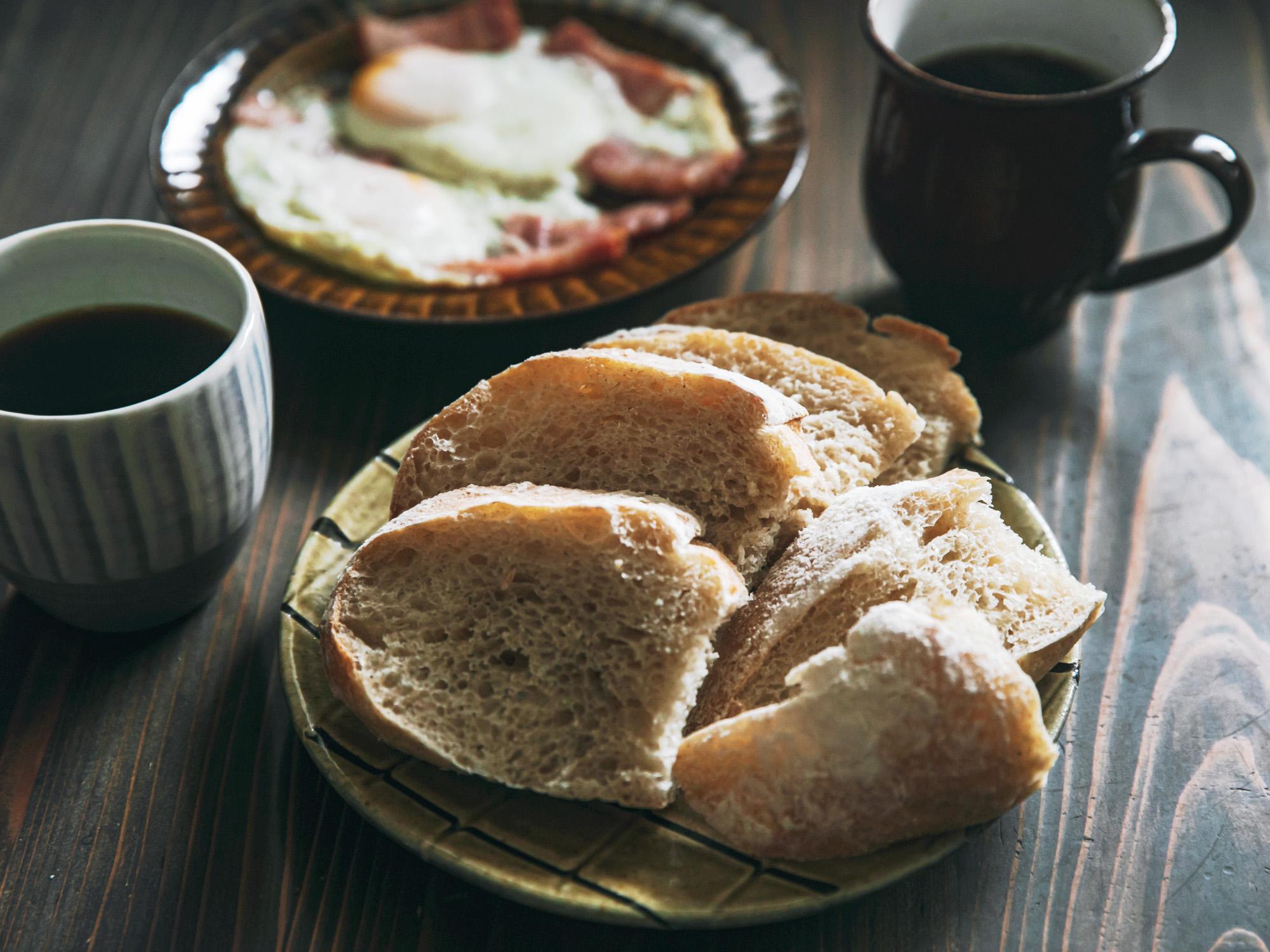 パンとカヌレ。